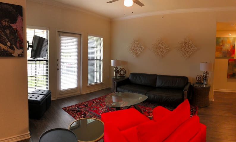 Modern 2B/2B off Congress Ave - Only 10min from DT