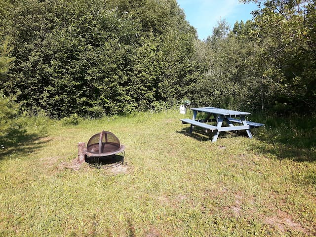 Campsite Plus by private lake, 18 min. to downtown