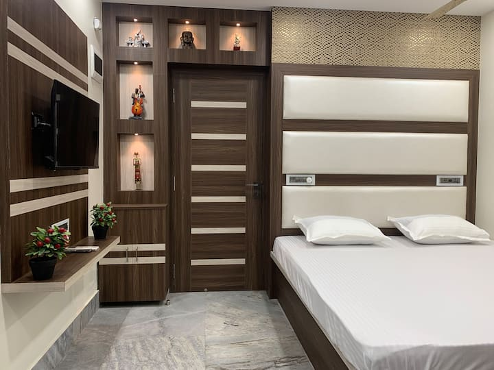 Modern Unique Studio Apartment in Central Kolkata