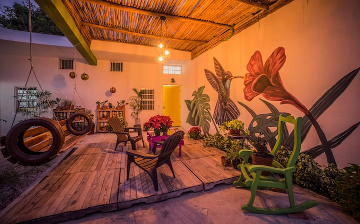 Ts´unu´um COLIBRÍ, Suite rosa en Centro de Bacalar