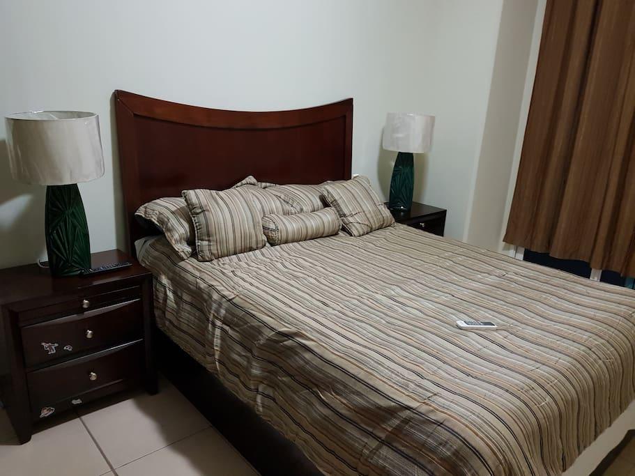 "Dormitorio 1 A/C  TV. 42"""