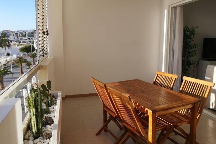 Apartment Miramar: Dein Balkon zum Palmen-Strand!