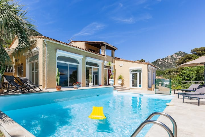 SUPERB  SEASIDE VILLA WITH  POOL, VIEW AND  BEACH