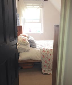 A cosy room with en suite bathroom - East Cowes - Maison