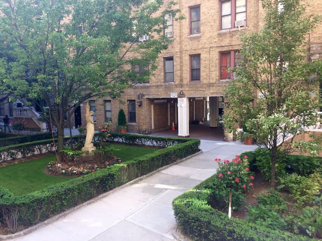 Large Manhattan Apartment: Ideal Location - Inwood