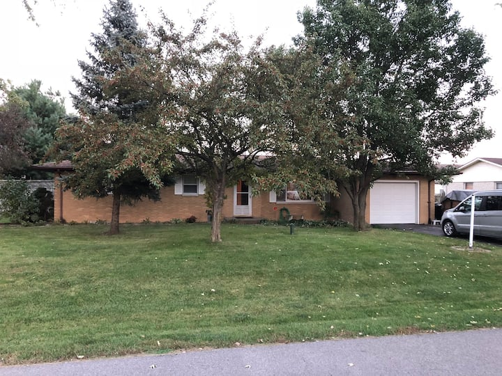 Purdue Bungalow, 2 Bed, 2 Bath right off I-65 @ 26