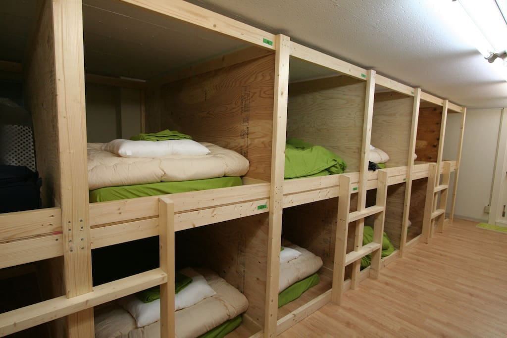 ドミトリー全体はこんな感じになっています。 Beds look like this.