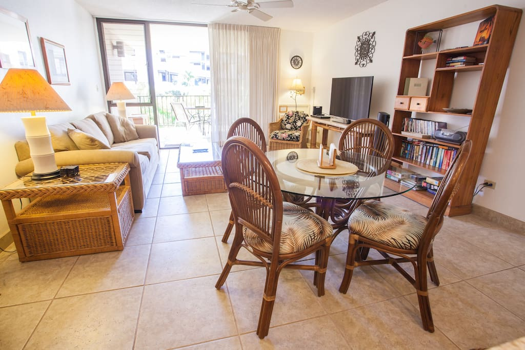 Living, Dining area, and Lanai.