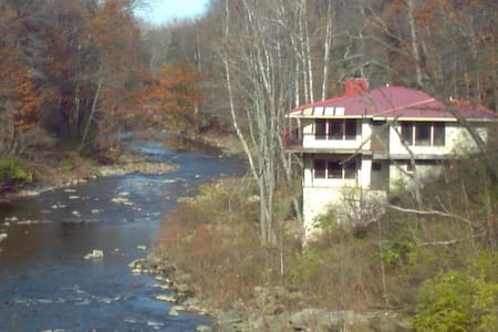 *RNC Only* Celebrity - Olmsted Falls - House