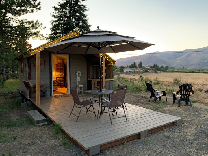 Mountain View Glamping Cabin