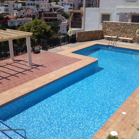 Lovely apartment, great terrace views, WiFi & pool
