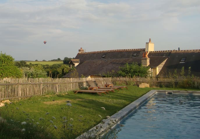 Forêt Bercé Farmhouse with Pool - Saint-Pierre-du-Lorouër - Dom wakacyjny