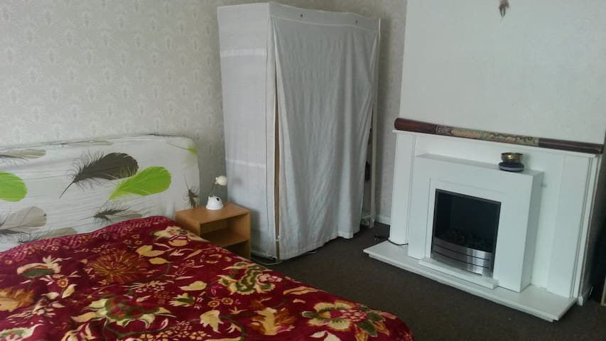 Double room in a beautiful, clean and quiet house - 考文垂(Coventry) - 獨棟
