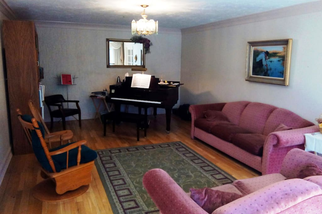 Living room w/ grand piano (locked cover but available for supervised usage)
