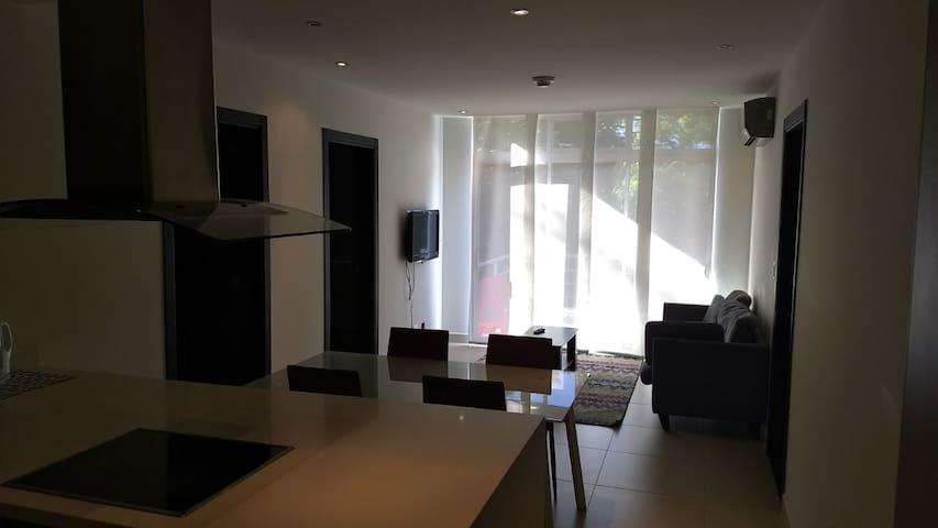 Apartamento con terraza, Santa Ana.