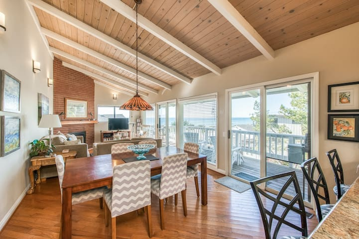 Ocean views and close to the beach & downtown - dog-friendly with easy access!
