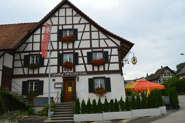Landgasthoff zum Wilden Mann - Neerach - Bed & Breakfast