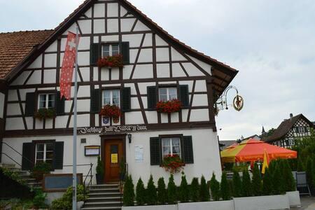 Landgasthoff zum Wilden Mann - Neerach - Bed & Breakfast