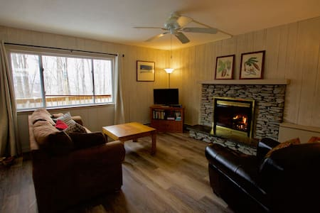 Renovated ski cabin near Bromley & Stratton  - Manchester Center - บ้าน