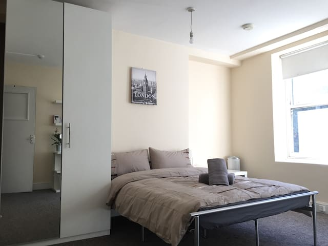 9. Stunning double bedroom in ❤ of London