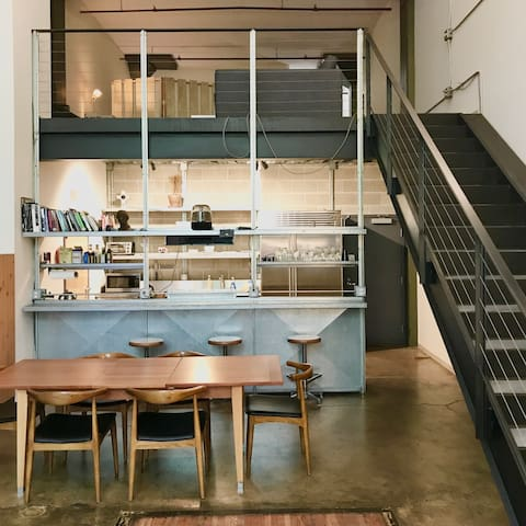 Loft w/ High Ceiling Bright & Modern Downtown SF