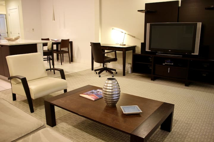 Modern 1BR Suite, close to golf and malls