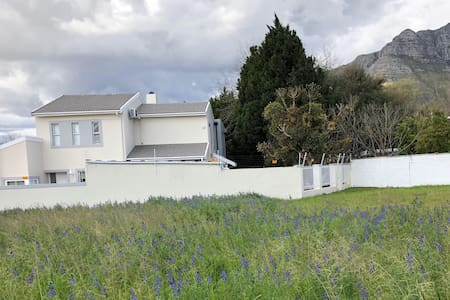 Beautiful spacious family home in Stellenbosch