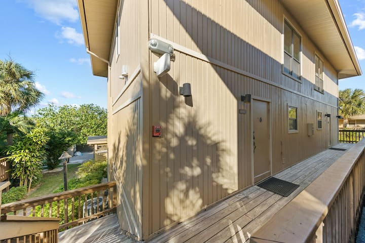 Sunsets & shelling at resort condo perfect for family F207