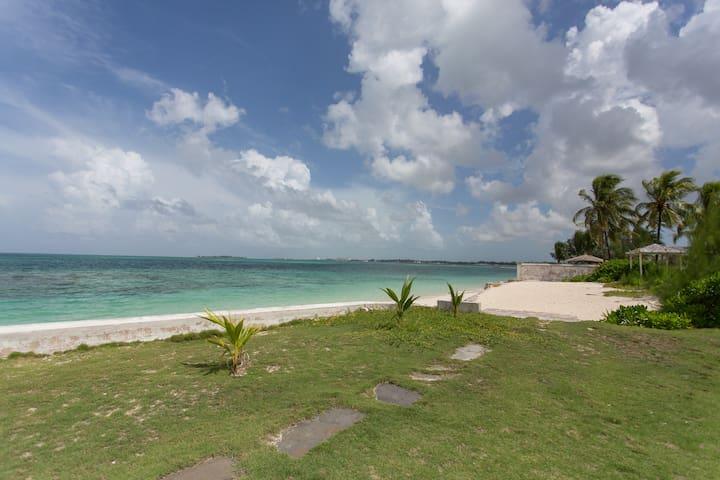 *Rustic beach apartment*Gated and Private Beach*