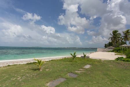 BEACH APARTMENT - Nassau