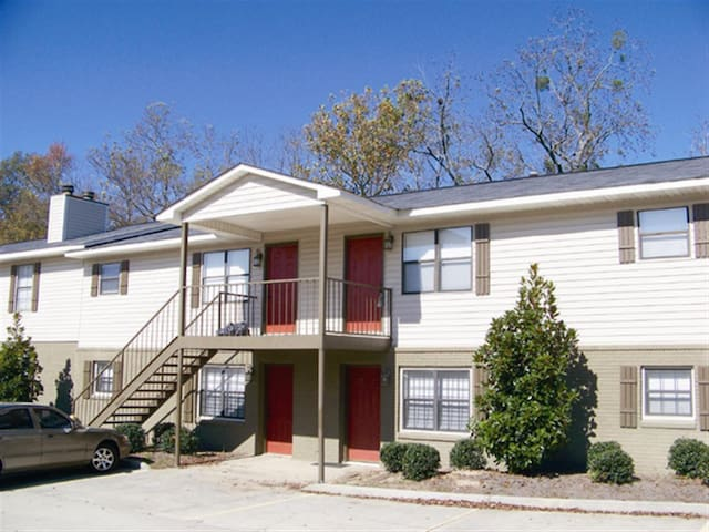 2BR GAMEDAY weekend apartment 1 mile from campus!