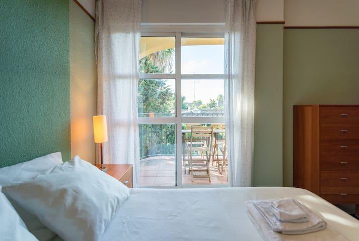 Paraiso: comfortable apartment near the sea