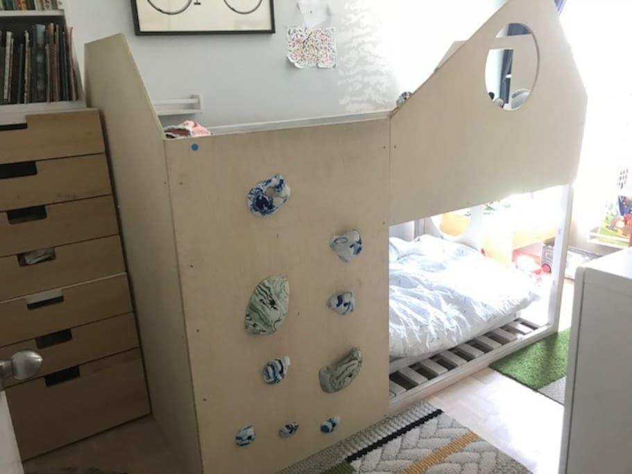 2nd bedroom - / Kids bunk bed