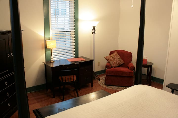Newly renovated! Private bath! - Wilmore - Bed & Breakfast