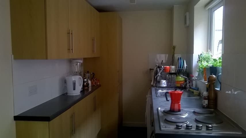 Lovely Terraced house -- Ideal Location