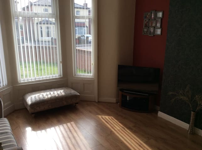 Single & Double Room in Family home - Women only