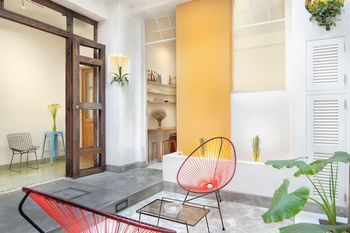 Hostal w/ Terrace + Cafe w/ Free WIFI in Down Town