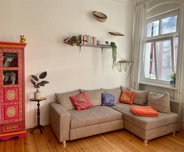 Wunderschöne 2 Zi-Wohnung mit 2 Katzen in Neukölln
