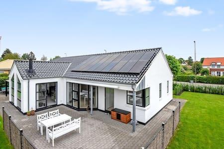 Stort hus tæt på badestrand og skov - Horsens - Dům
