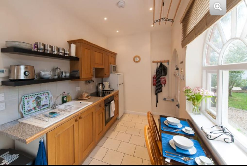Fully fitted kitchen with washing machine, cooker, microwave, nespresso, etc
