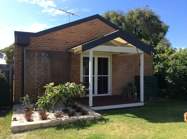 Hidden Gem in the Heart of Town - Busselton - Flat