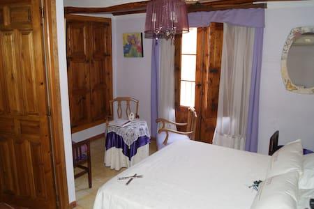 CASA DE LA FUENTE: Habitación Luz - Alcorisa