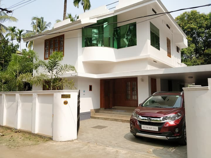 WHITE HSE- Within City, Only 2KM to Thrissur Round