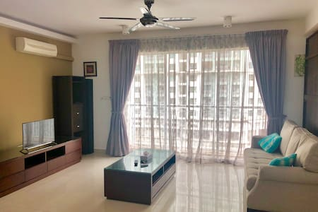 Spacious Studio Condo near The Curve & IKEA D'SARA