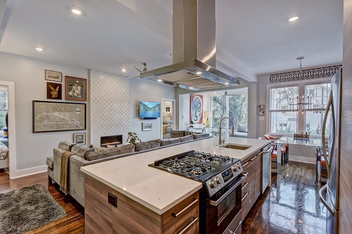 Luxury Myers Park 2BR/2BA Residence--1 Mile from Uptown