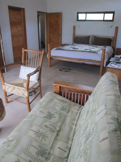 King bed with seating area