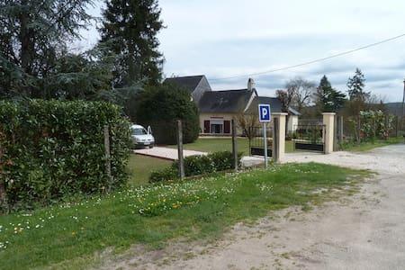 maison  dans petit parc proche grottes de Lascaux - Le Lardin-Saint-Lazare