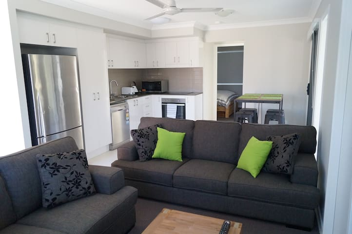 Modern Unit near the Beach - Casuarina - Leilighet