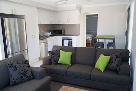 Modern Unit near the Beach - Casuarina - Daire