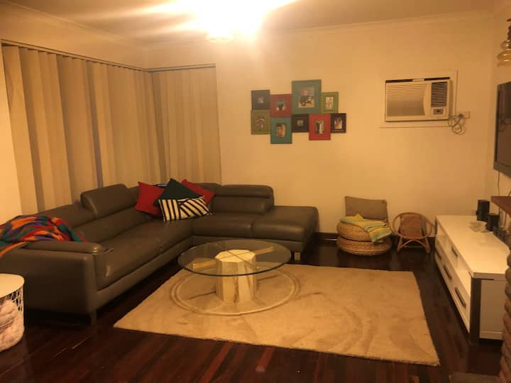 retro unit walking distance from  beach and shops